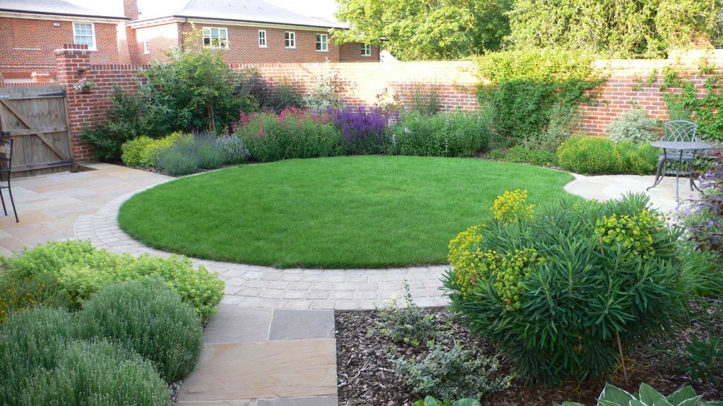beautiful circular lawn