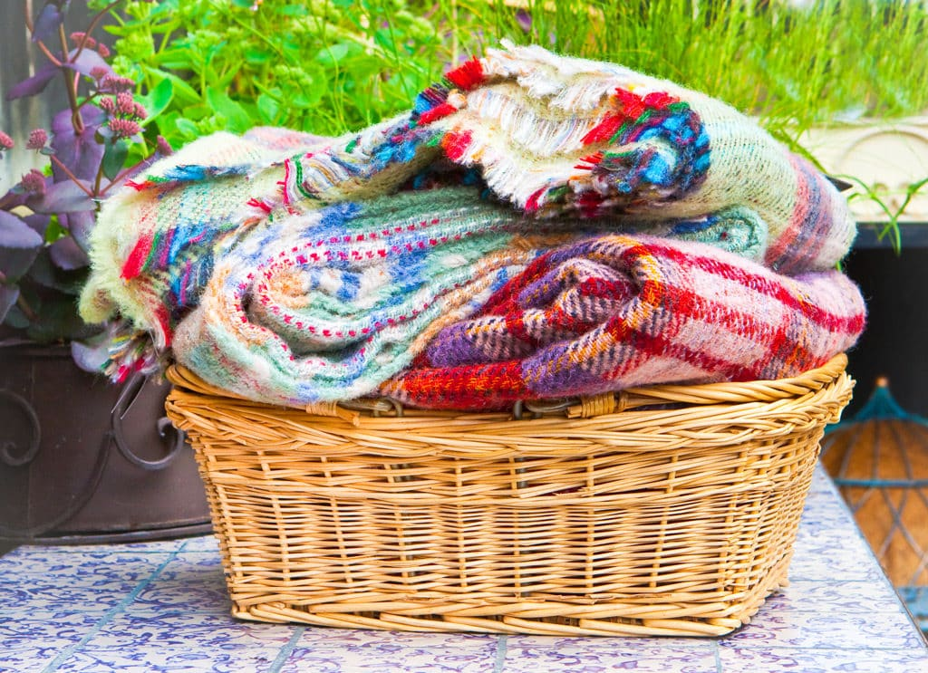 blankets for outdoor eating area