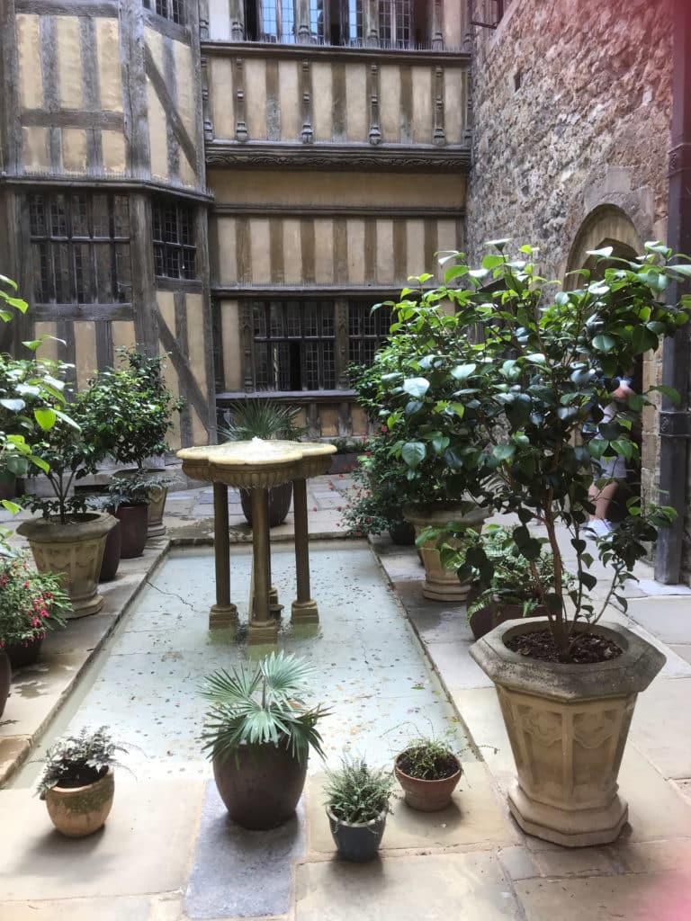 courtyard garden leeds castle